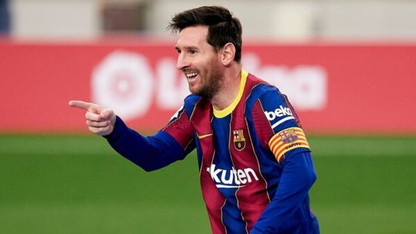 Lionel Messi could wait until January for a new contract