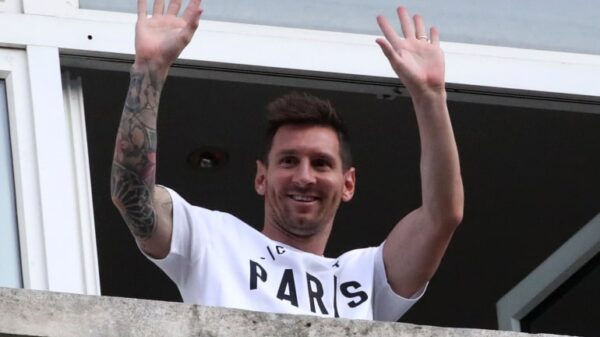 Ronaldinho and Iniesta send messages to Messi after PSG transfer